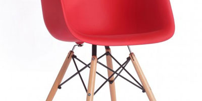 chaise eames rouge