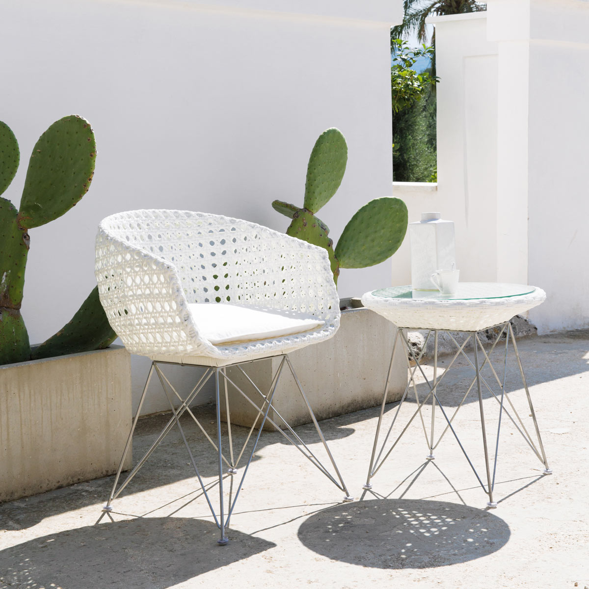 fauteuil resine tressee blanc design